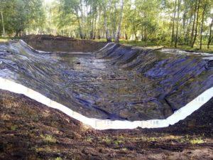 монтаж искусственного водоема